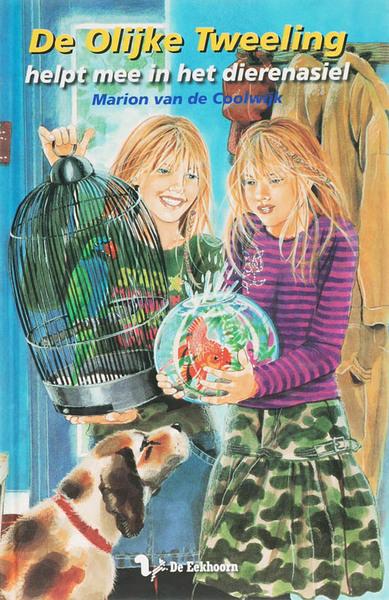 de olijke tweeling helpt mee in het dierenasiel marion